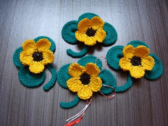 Idee martisoare crosetate flori