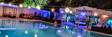 poze singles party la piscina
